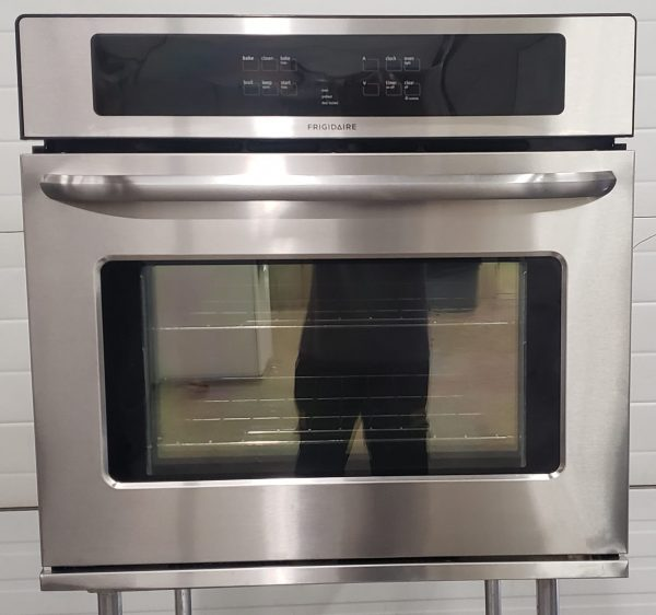USED BUILT-IN ELECTRICAL OVEN - FRIGIDAIRE FFEW3025PSB
