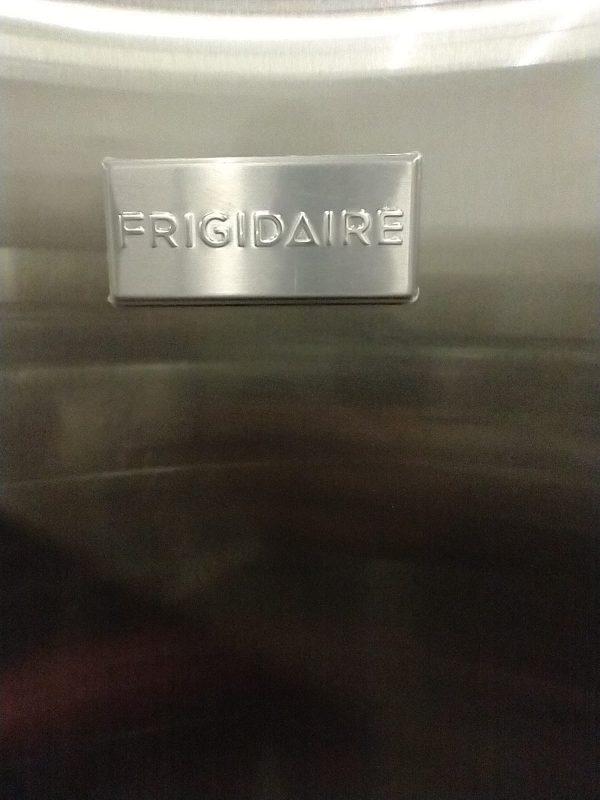 USED REFRIGERATOR - FRIGIDAIRE FFET1022QS APARTMENT SIZE
