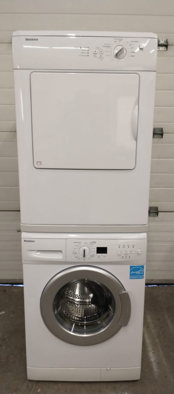 USED SET BLOOMBERG APARTMENT SIZE WASHER WM67121NBL00 AND DRYER DV16540NBL00